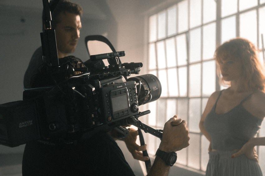 如何制作电影感旅拍视频